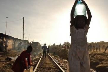 ملايين البشر حول العالم محاصرون في الفقر بسبب سوء الصرف الصحي ونقص مياه الشرب