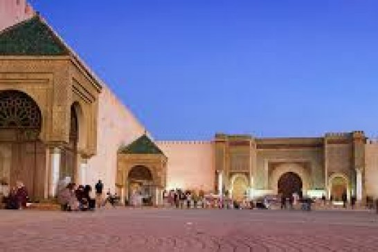 جماعة مكناس تصدر قرارا بإغلاق 4 مقاهي لعدم احترامها للإجراءات الوقائية