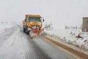 بعد التساقطات الثلجية التي تسببت في قطع الطريق بإقليم خنيفرة والتي تسببت في قطع الطريق، سلطات الإقليم تتعبأ لفتح الطرق المقطوعة